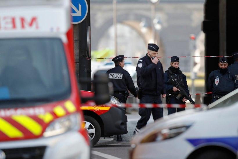 """Louvre'i ründaja karjus: """"Allahu Akbar!"""""""