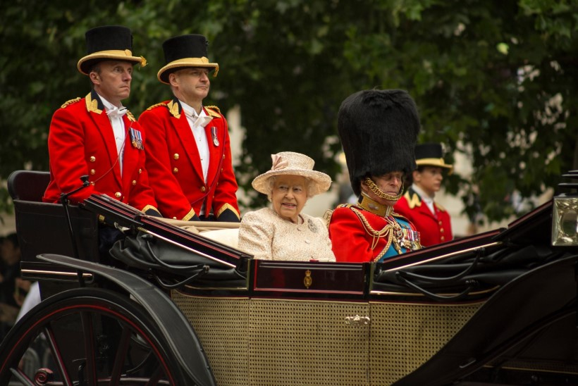 PALJU ÕNNE! Elizabeth II-l täitub täna 65 aastat Briti kuningannana