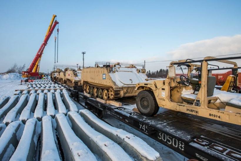 GALERII   Ameerika Ühendriikide tankid ja lahingumasinad saabusid Tapale