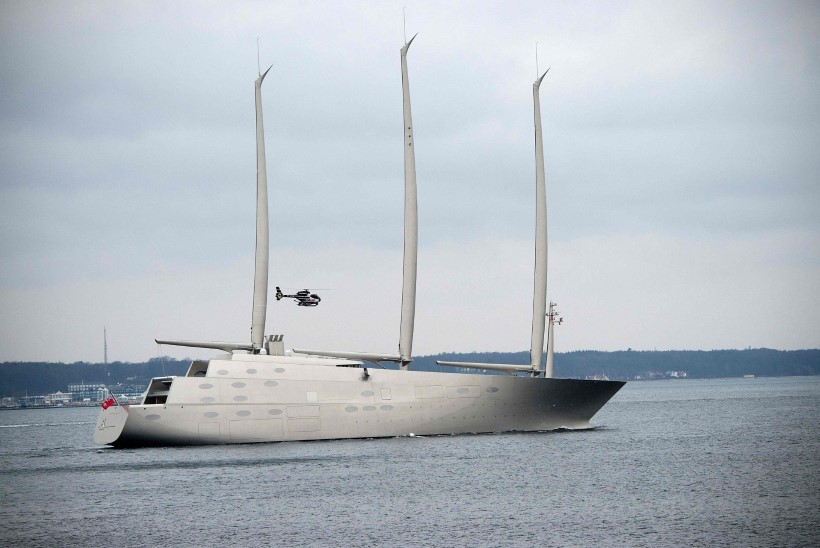 Maailma suurim purjejaht liigub mootori jõul Lõuna-Hispaaniasse
