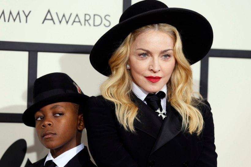Madonna adopteeris nelja-aastased kaksikud