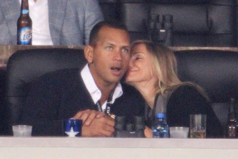 Jennifer Lopez semmib kurikuulsa naistemehega