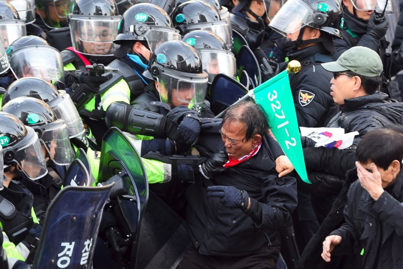 Lõuna-Korea presidendi pooldajate protestimeeleavaldusel hukkus kaks inimest