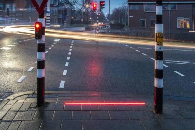 Hollandi linn paigaldas nutisõltlaste tarbeks valgusfoorid sillutisse