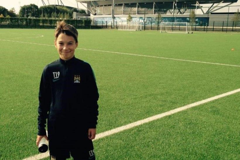 FOTO | TOHOH! Eesti noor vutimees pääses Manchester Unitedisse testima ja kohtus Saksamaa jalgpallilegendiga