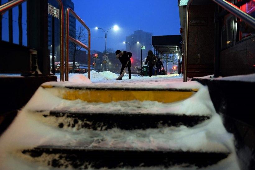 FOTOD JA OTSEPILT   USA idarannikul möllab lumetorm, mis on nõudnud juba kaks inimelu