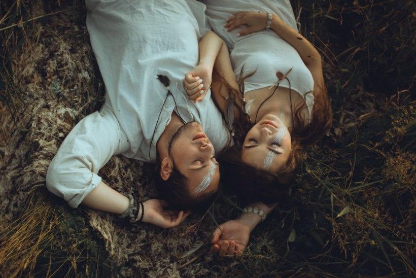 HOMSES ÕHTULEHES   Lauljatar Angeelia: Mick palus mu kätt metsa rüpes, kulda valatud puuoksaga