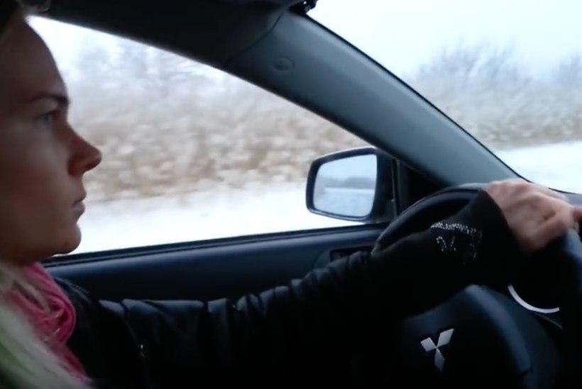 VIDEO | Kalvi-Kalle on ka Heleni drifitkuningaks vorminud! Vaata, kuidas neiu jäärajal viiendaga driftib!