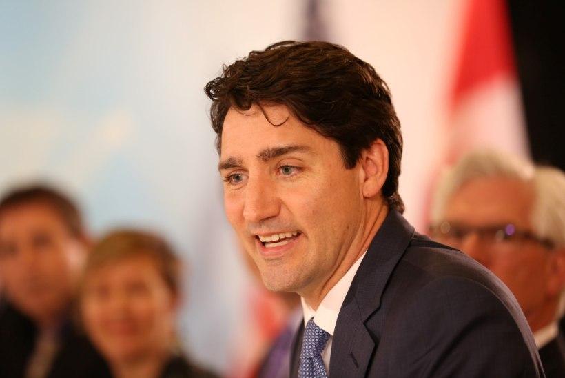 """""""Sõprade"""" täht andis Kanada peaministrile kitli peale"""