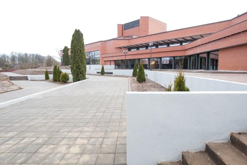 Ugala vastne hoone: Eesti suurim lava, udupilved ja konjakitoolid