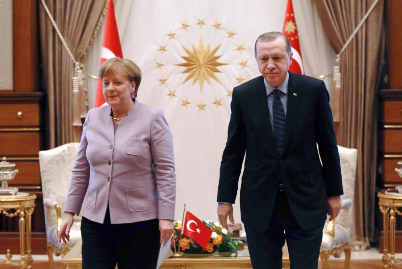 Merkel hoiatas Türgit natsisolvangute pärast