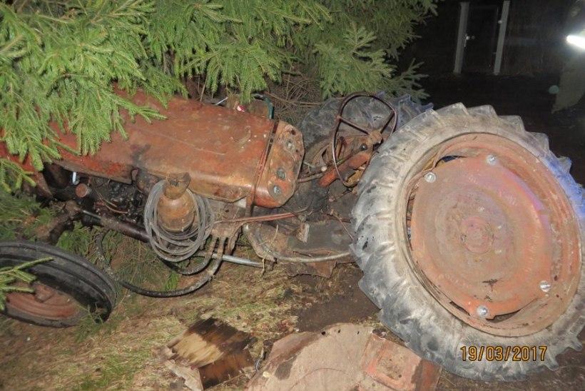 Politseiauto otsasõit traktorile: operatiivsõiduki kiirus oli lubatust suurem, alarmi ei kasutatud