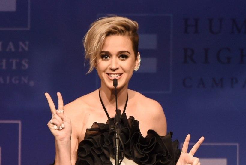 Teismeline Katy Perry üritas palvete abil homoseksuaalsusest vabaneda