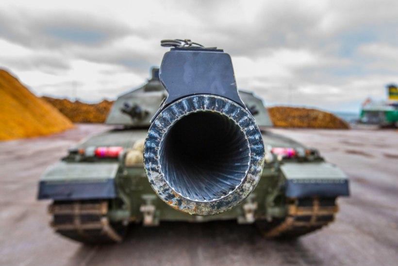 FOTOD JA VIDEO   Paldiskisse saabusid Ühendkuningriigi tankid ja liikursuurtükid