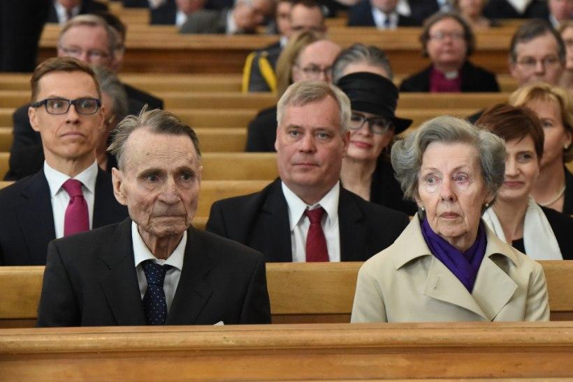 Alzheimeri tõbe põdev Mauno Koivisto viidi hooldekodusse