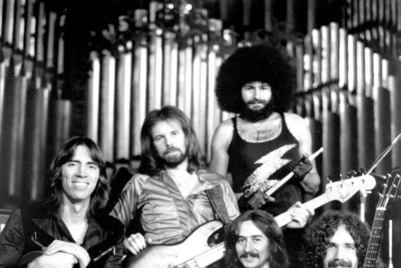 Legendaarse rokkbändi ekstrummar suri keset esinemist