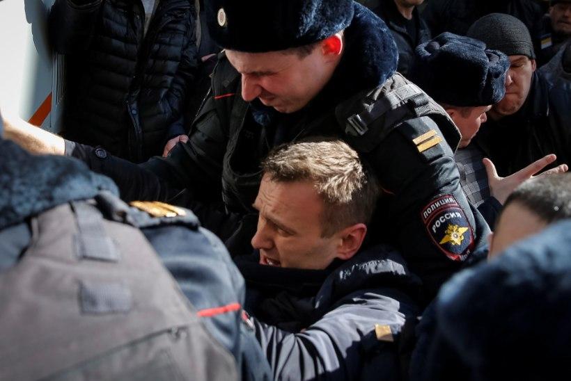Navalnõi kohtumajast: ülekuulamisele peaks kutsutama hoopis Dmitri Medvedev