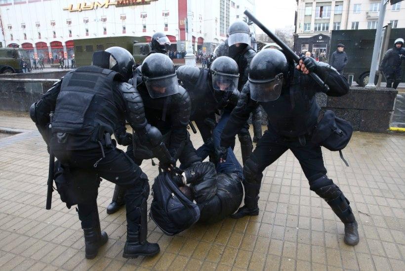 VALGEVENELANE: rahvas ei karda enam tänavale minna!