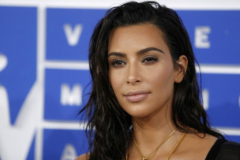 Kim Kardashian püüab ohtu trotsides jälle beebiootele jääda