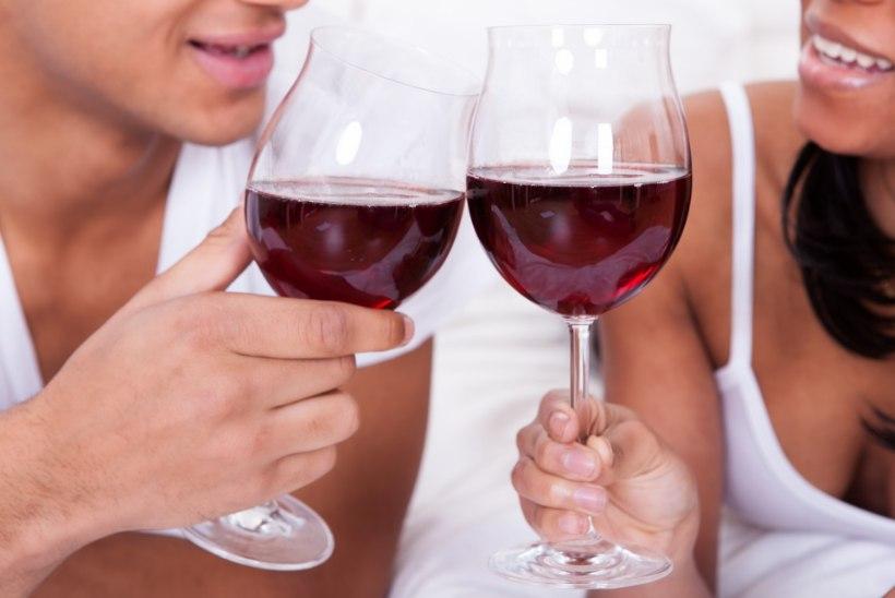 Teadlased: veini joomine enne magamaminekut aitab kaalu alandada
