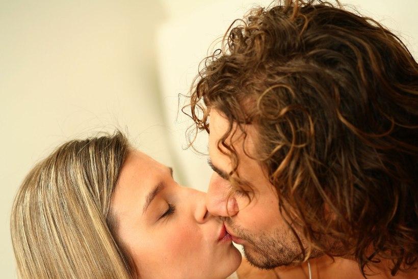10 asja, mida ei tohiks suudeldes teha!
