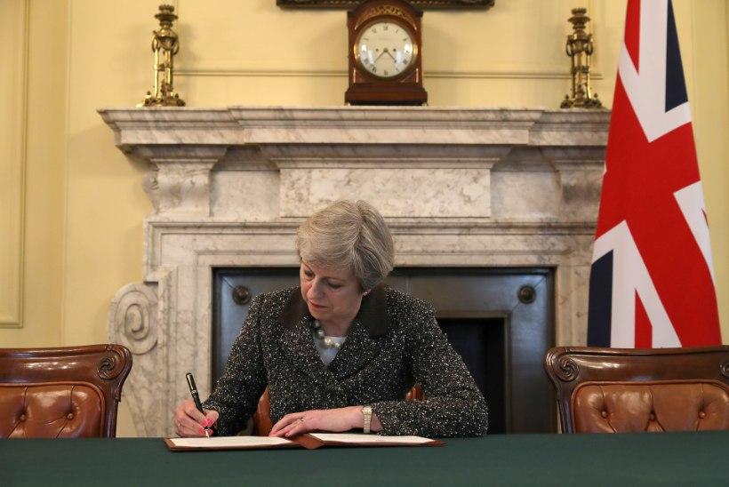 AJALOOLISED FOTOD | Theresa May kirjutas alla paberile, mis käivitab Brexiti
