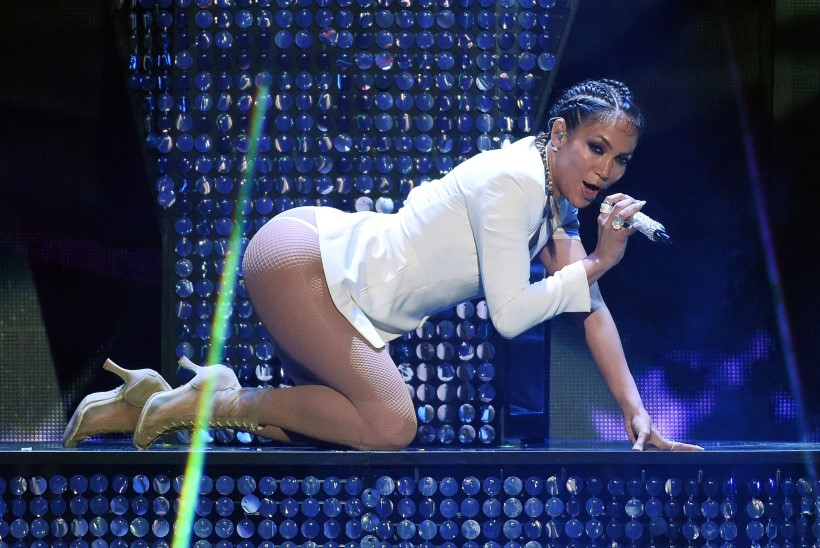 Poeg anub, et Jennifer Lopez kannaks pükse