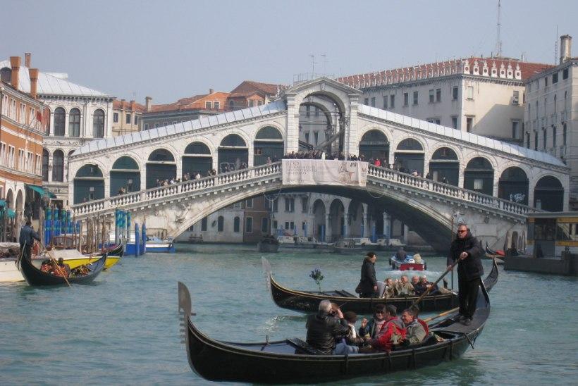 Veneetsias nurjati Rialto silla õhkimine