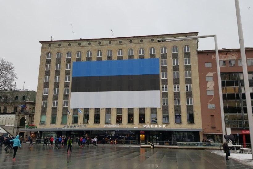 Kaheksa omavalitsust saavad Eesti 100 aasta juubeliks lipuväljaku