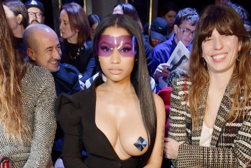 FOTOD | Nicki Minaj ilmus moesõule palja rinnaga!