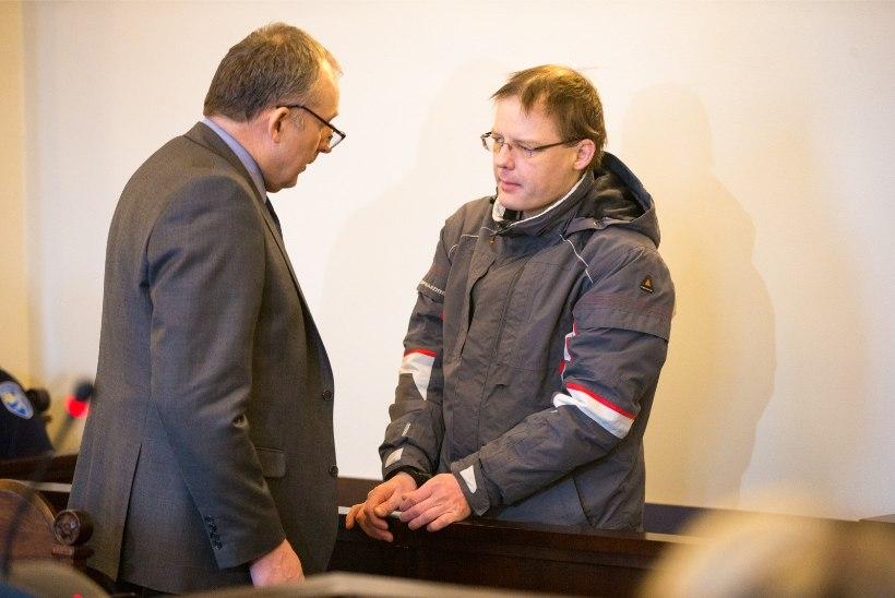 Mullu kevadel Viljandi kortermajas kahe lapse isa surnuks tulistanud mees tunnistab ennast süüdi vaid selles, et rohud võtmata jättis