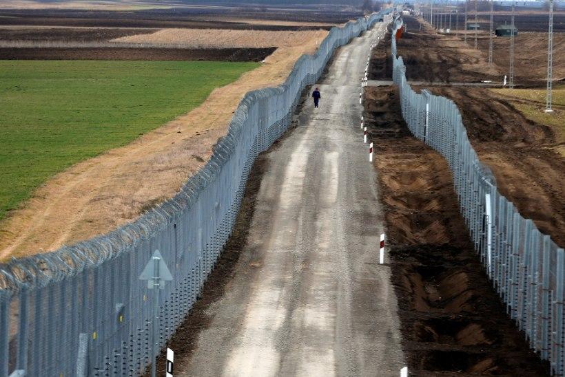 Ungari võtab kõik põgenikud vahi alla