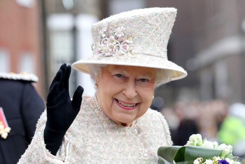 Kuninglikud tavad: Elizabeth II krõbistab hommikul küpsiseid ja lõpetab päeva šampanjaga