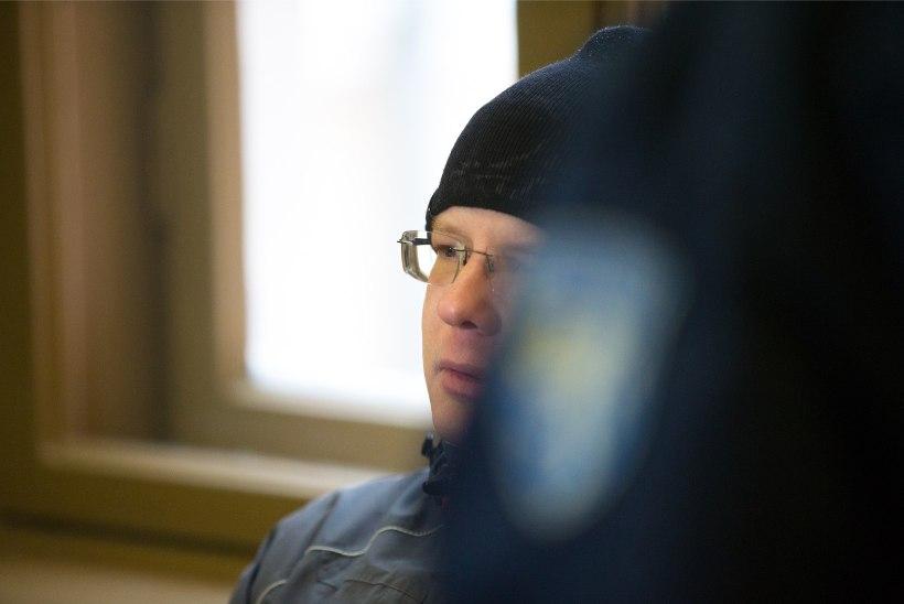 VAATA PILTE! Algas Viljandis mehe surnuks tulistamises süüdistatava kohtuprotsess