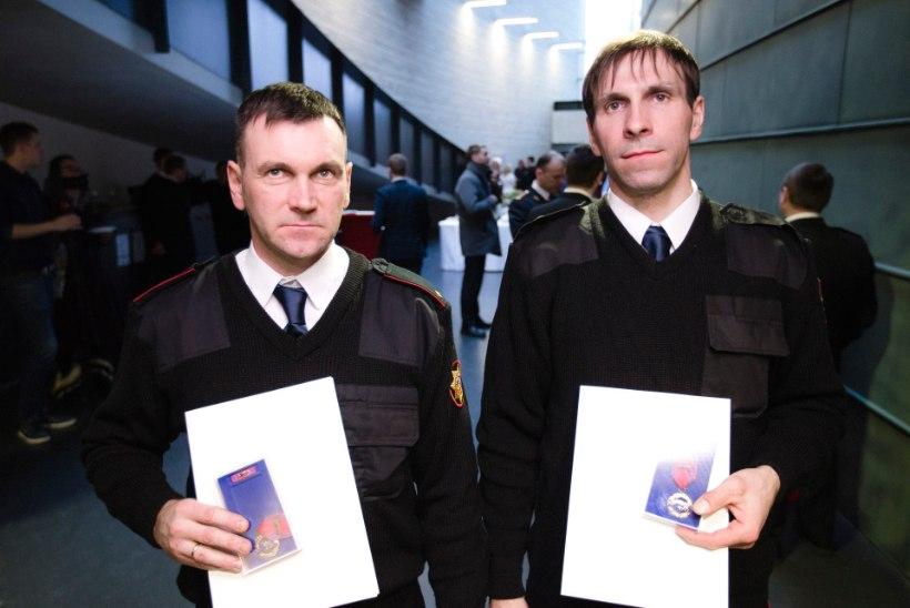 Inimese leekidest päästnud vennad said medali rinda