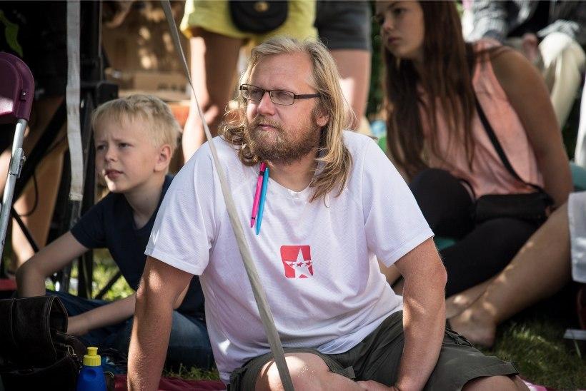 Luuletaja Contra oli koos pojaga Stockholmi rünnakute keskel: meie suunas liikunud surmaauto rammis 250 meetrit eemal seisvat kaubamaja