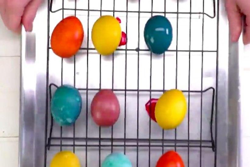 4 viisi, kuidas värvida mune looduslike vahenditega