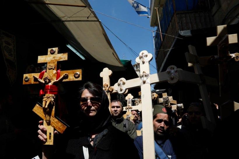 Jeruusalemmas pussitas vaimuhaige trammis surnuks noore naise