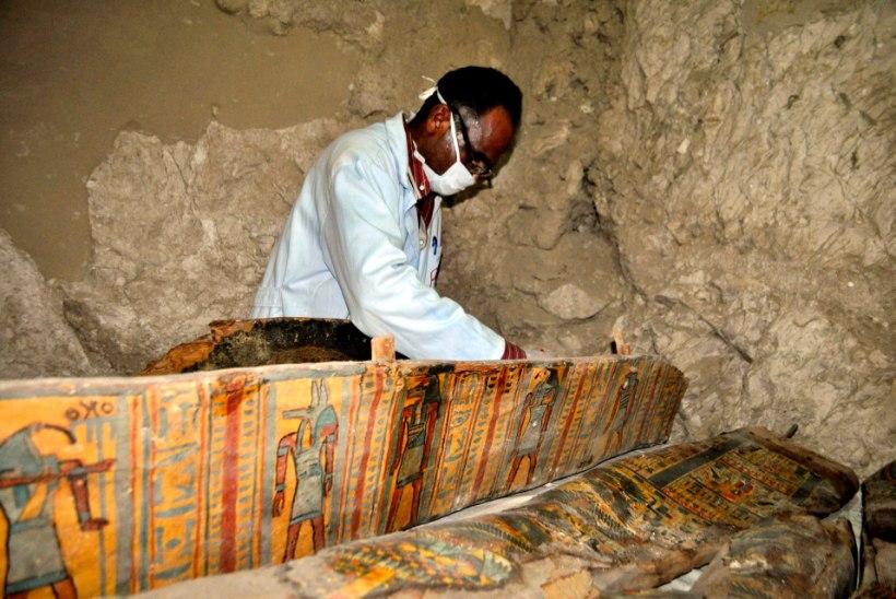 FOTOD | Luxori lähistel asuvast hauakambrist leiti kaheksa muumiat