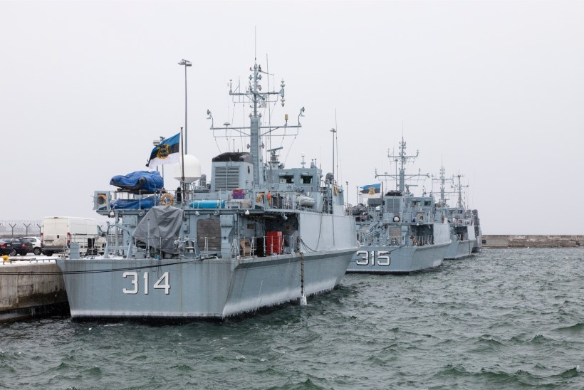Merevägi läheb Saaremaa lähistel ja Tallinna lahel miinijahile