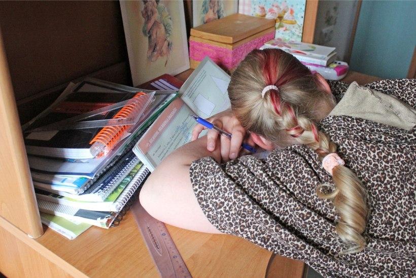 Kodused õppetükid on algklassilapsed nõrkemiseni ära väsitanud: neljanda klassi poiss on nii kurnatud, et tuleb toime vaid tänu antidepressantidele