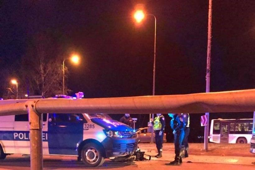 VIDEO | Politsei sõitis tagaajamise käigus mootorrattale otsa