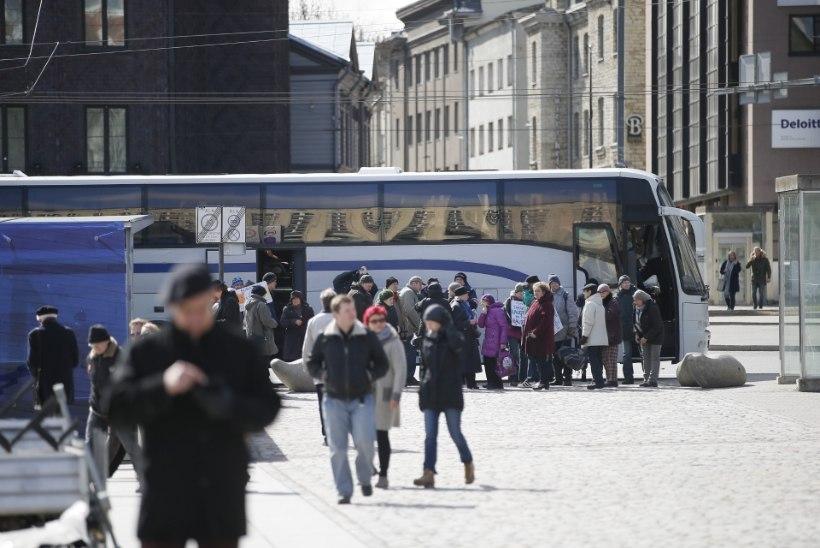GALERII |  Martin Helme Rail Balticu vastasel meeleavaldusel: ainus mis liigutab poliitikuid, on hirm valimistel peksa saada!
