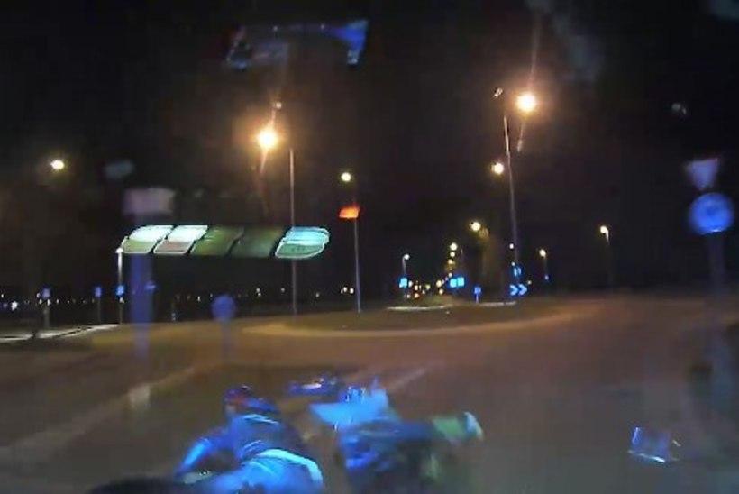 """Mootorrattur süüdistab politseinikke: """"NAD OLEKSID MEID PEAAEGU TAPNUD!"""""""