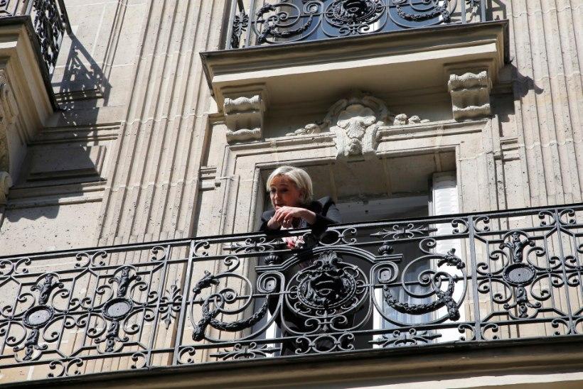 Prantsusmaa presidendivalimised: Hollande soovitas rahval teises voorus Macroni poolt hääletada