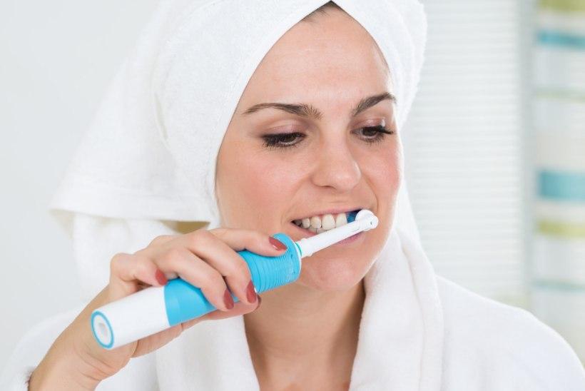 Suuhügienist annab nõu: seitse nõksu, kuidas kodus hambaid valgena hoida
