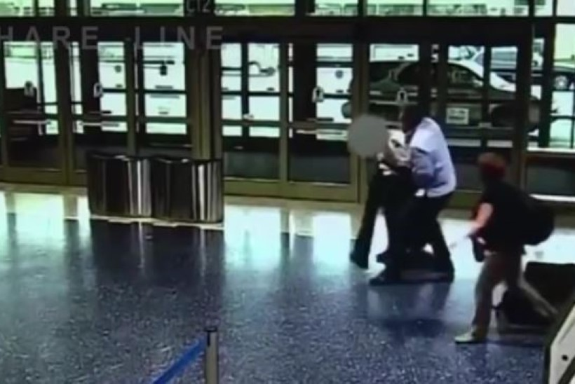 Vihane reisija ründas lennukist väljunud pilooti