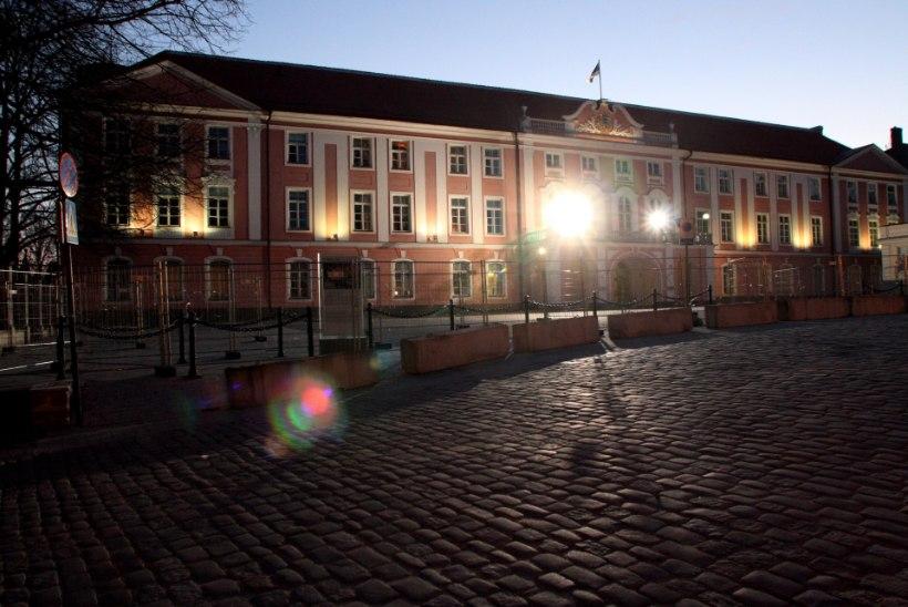 Aprillirahutustel Toompead kaitsnu: meelde jäi sobivat nuia valinud Mart Laar