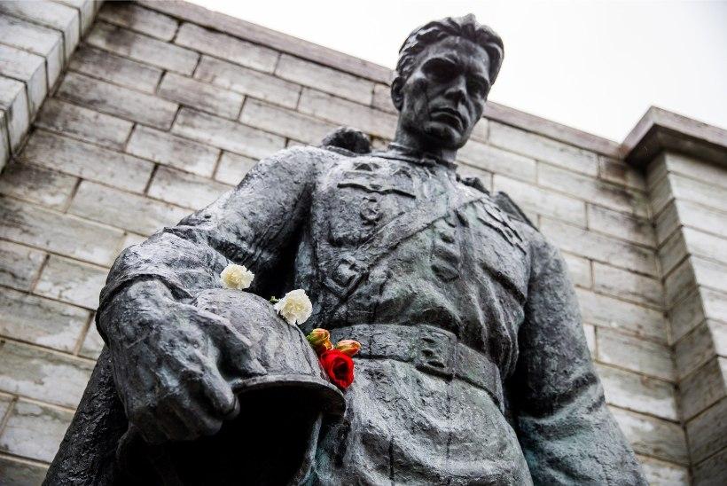 FOTOD | Pronkssõduri juures haigutab tühjus
