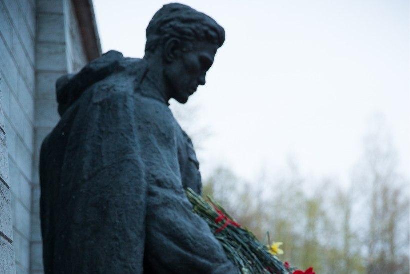"""Vene meedia Pronksiöö teemadel: """"Elagu soldat!"""" ja """"Eesti vihkamise lehtris"""""""